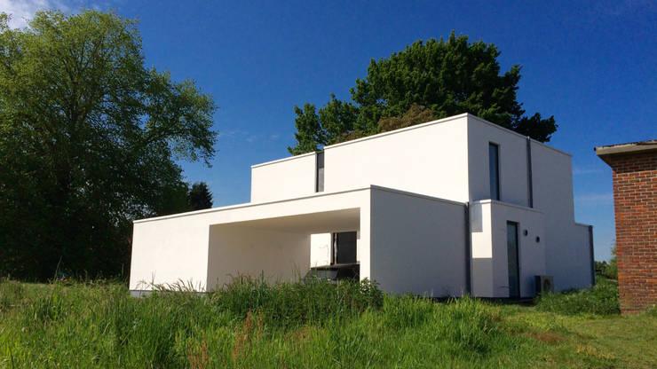 Casas de estilo  por Niko Wauters architecten bvba