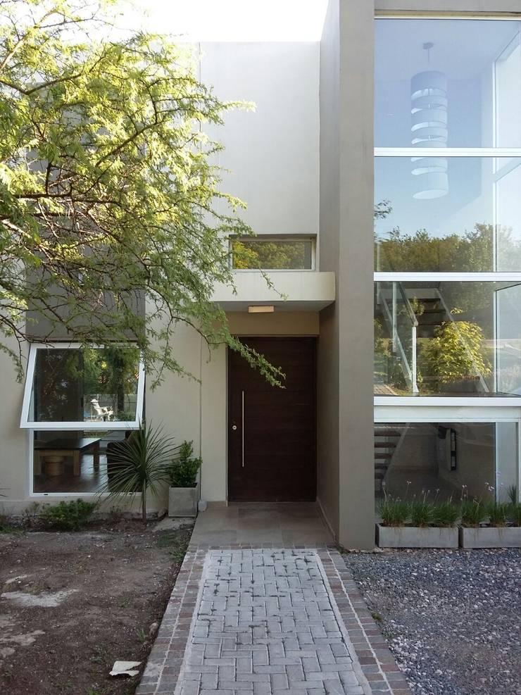 Ampliacion living: Casas de estilo  por LOSADA ARQUITECTURA,Moderno Ladrillos
