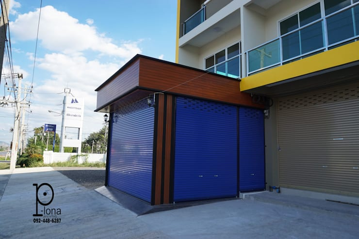 Garage / Hangar modernes par P-lona Moderne Fer / Acier