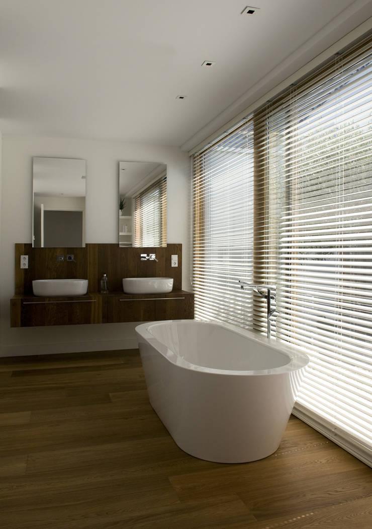 Het Witte Huis:  Badkamer door WillemsenU