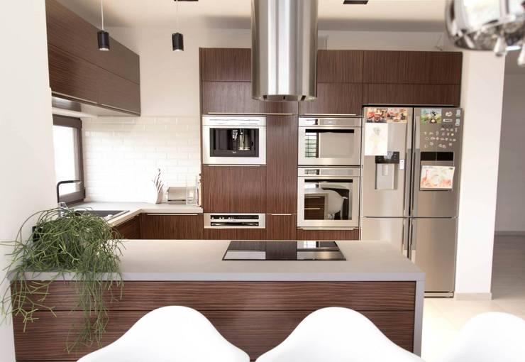 HOUSE 3: styl , w kategorii Kuchnia zaprojektowany przez Luxon Modern Design Łukasz Szadujko