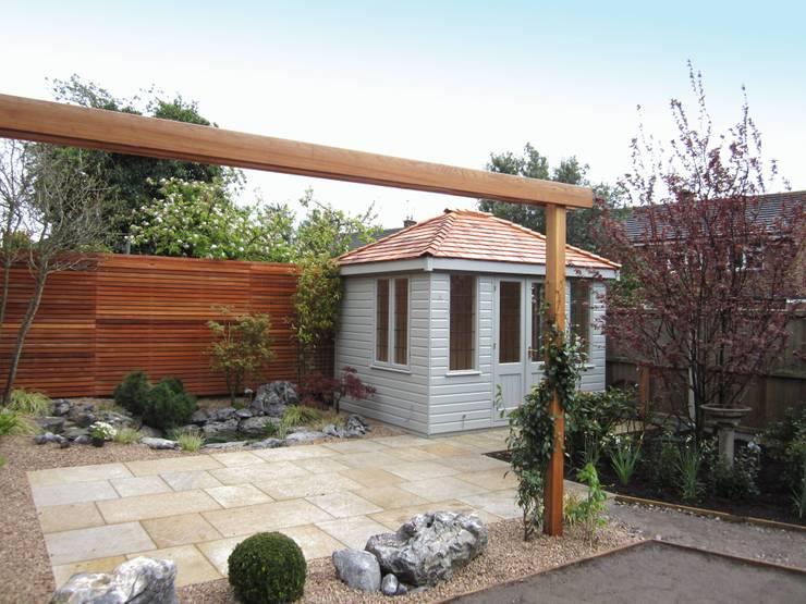 Cley Summerhouse:  Garages & sheds by CraneGardenBuildings