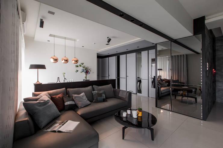 modern Living room by 大丘國際空間設計 ABMIDS