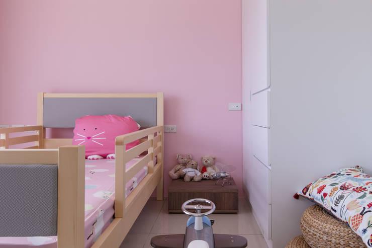 Projekty,  Sypialnia zaprojektowane przez 大丘國際空間設計 ABMIDS
