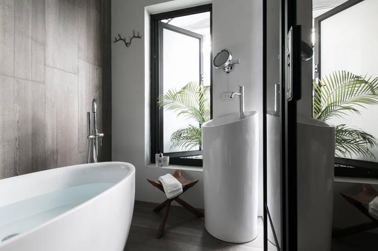 Bathroom by 璞碩室內裝修設計工程有限公司