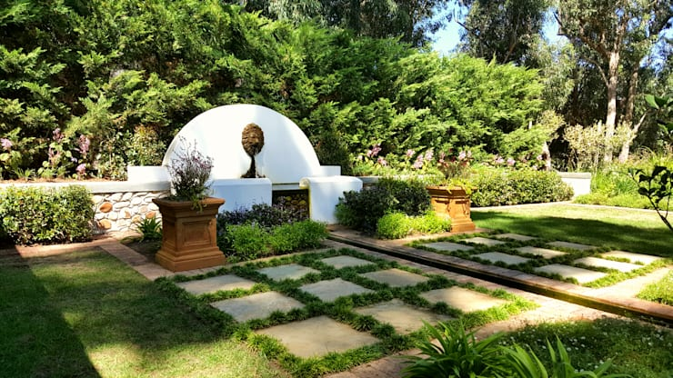 Cottage Garden:  Garden by Greenacres Cape landscaping, Classic