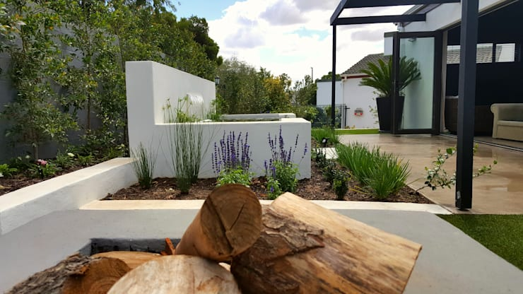 HOUSE 2:  Garden by Greenacres Cape landscaping, Minimalist
