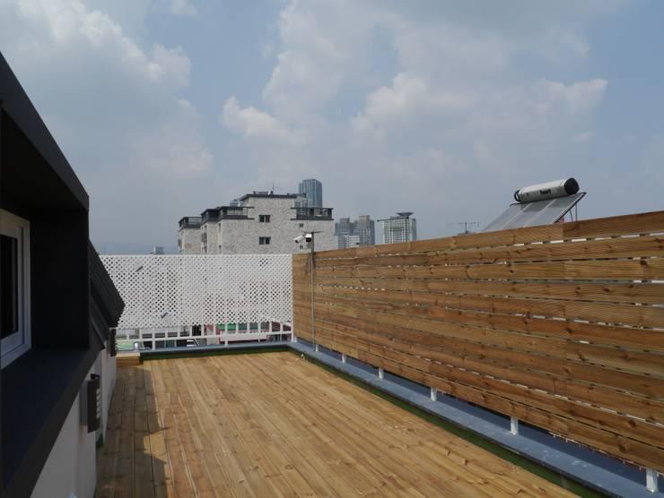 마음담음건축 프로젝트: 마음담은 건축의  베란다,모던