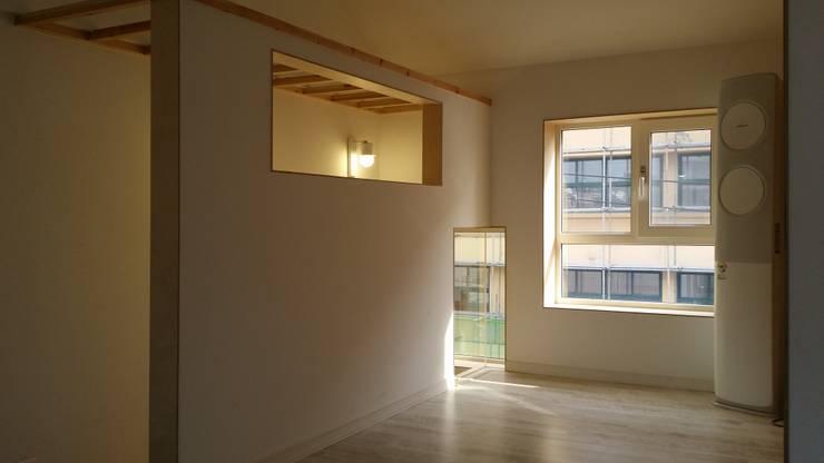 마음담음건축 프로젝트: 마음담은 건축의  창문,모던