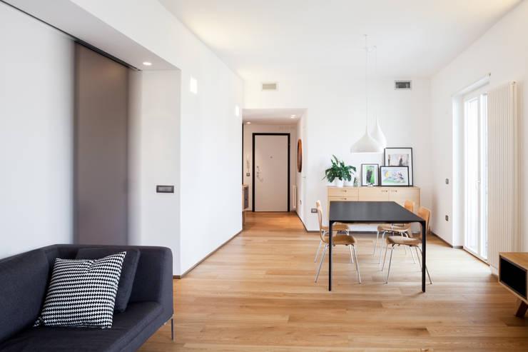 Phòng khách by M2Bstudio