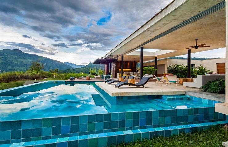 Vista General: Casas de estilo  por Arquitectura en Estudio, Moderno Concreto