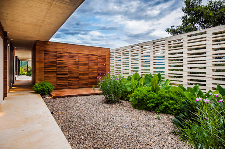 Jardín: Jardines de estilo  por Arquitectura en Estudio