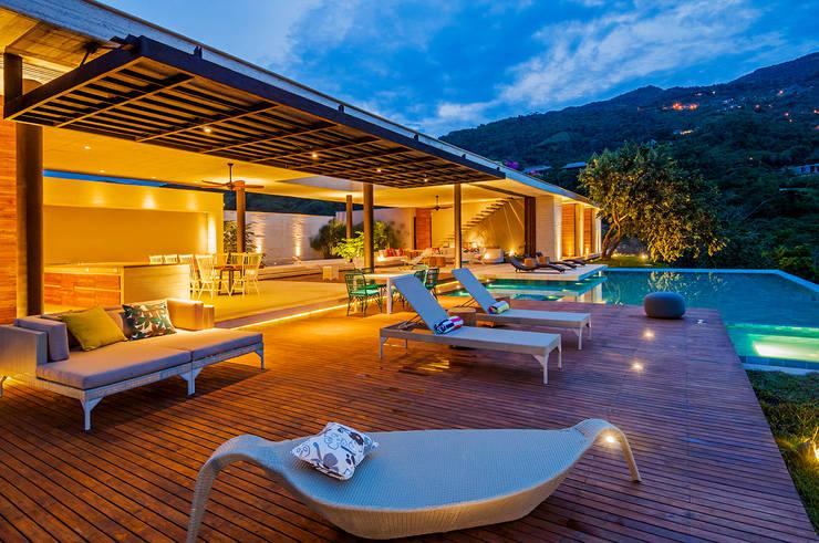 Vista General: Terrazas de estilo  por Arquitectura en Estudio