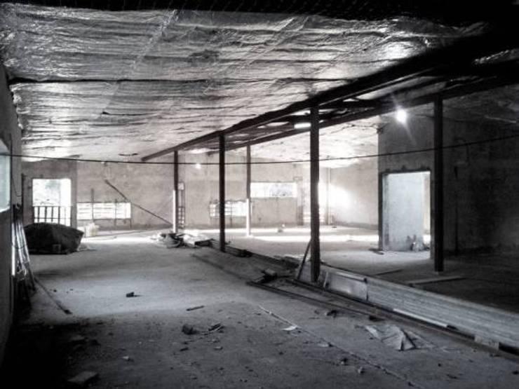 Офисы и магазины в . Автор – estudio m, Модерн