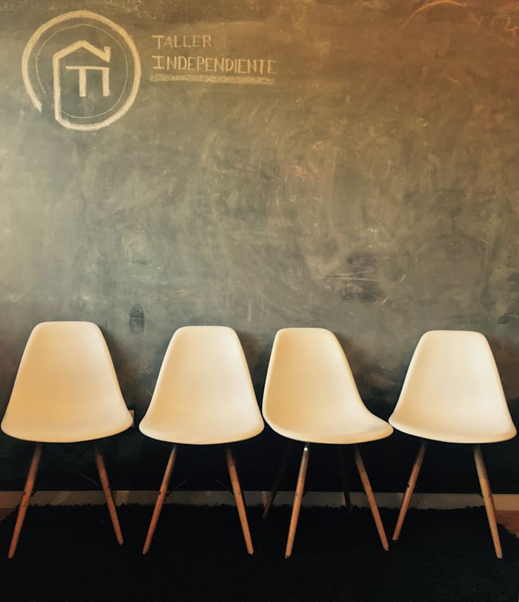 Sala de reunion_Oficinas Taller Independiente Arquitectura & Construccion: Estudios y biblioteca de estilo  por Taller Independiente - Arquitectura & Diseño