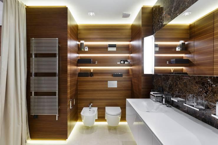 Дизайн квартиры на Суворовском проспекте: Ванные комнаты в . Автор – Студия дизайна интерьера в Москве 'Юдин и Новиков'