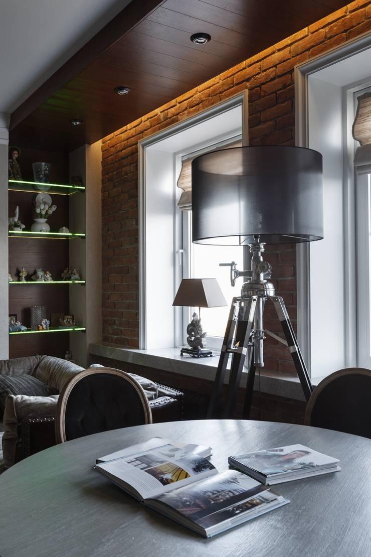Salones de estilo  de Студия дизайна интерьера в Москве 'Юдин и Новиков', Moderno