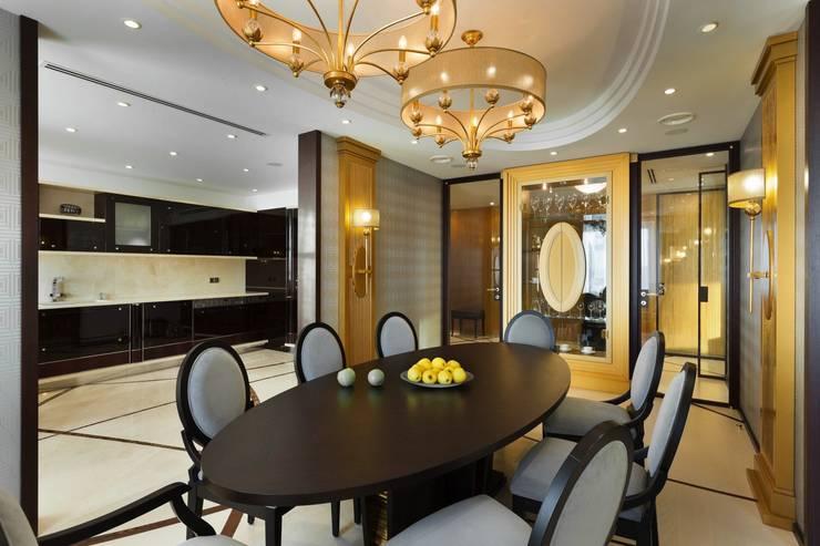 Salle à manger de style  par Студия дизайна интерьера в Москве 'Юдин и Новиков', Moderne