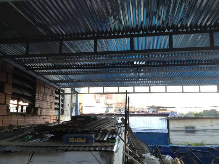 ENTECHADO: Terrazas de estilo  por construrem c.j.111 c.a