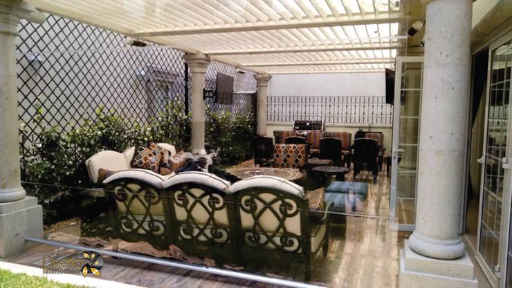 Pérgolas eléctricas: Jardín de estilo  por Diseño e Interiorismo