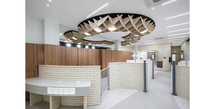 가평 새마을금고: 제이에이치와이 건축사사무소의  서재 & 사무실