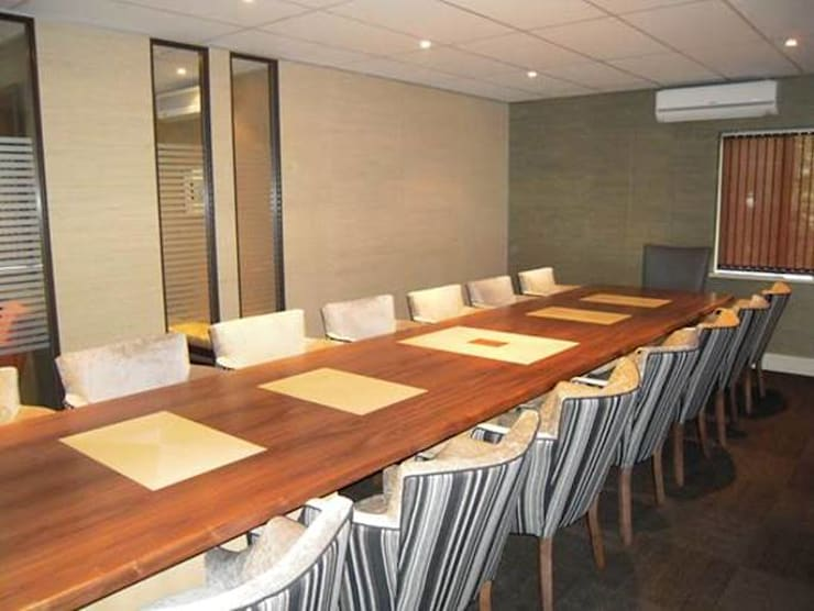 Boardroom :  Office buildings by Sight Projects + Interiors (PTY) LTD