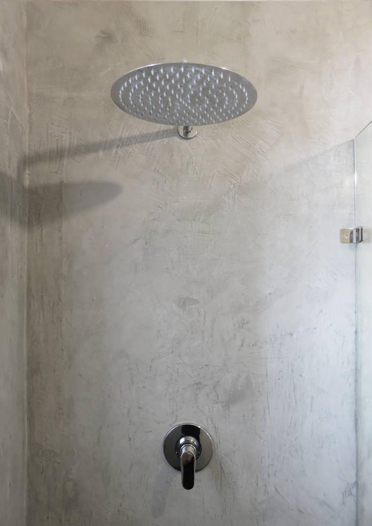Bathroom by Trait Decor,