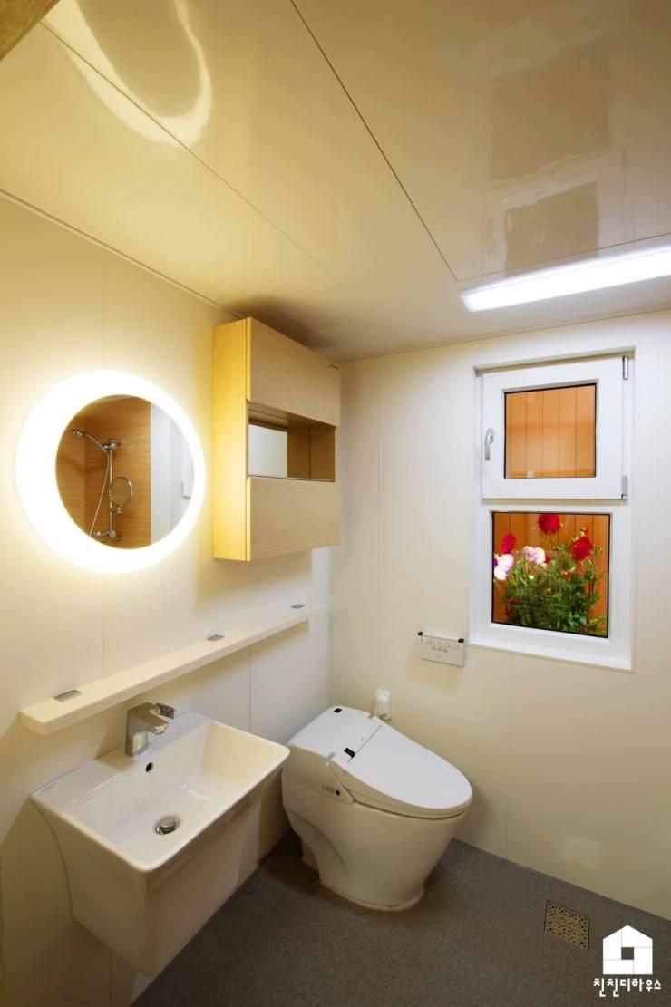친친디 1호 <산청의 봄>: 친친디 하우스 프로젝트의  욕실