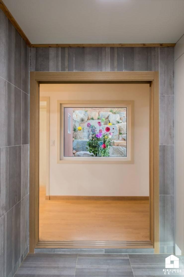 친친디 1호 <산청의 봄>: 친친디 하우스 프로젝트의  창문