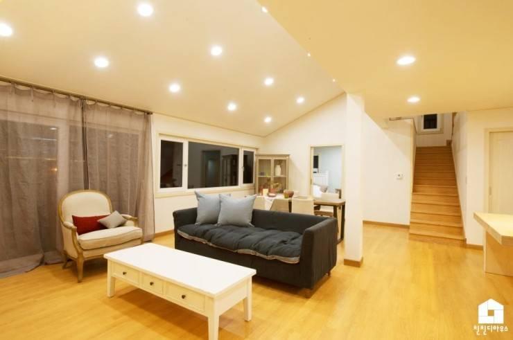 친친디 1호 <산청의 봄>: 친친디 하우스 프로젝트의  거실