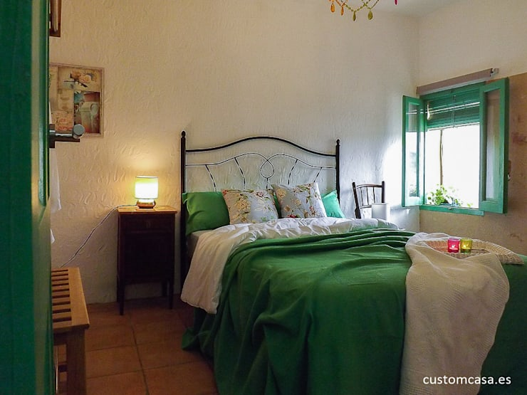 La casita de Marie_Home staging para vender: Dormitorios de estilo mediterráneo de custom casa home staging