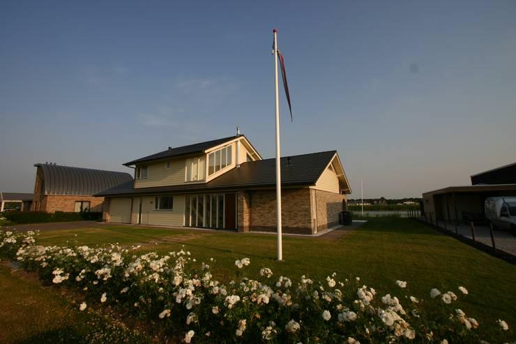 Houses by buro voor advies en architectuur pieter e. bolhuis, Country Stone