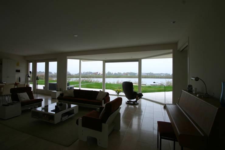 Living room by buro voor advies en architectuur pieter e. bolhuis, Country Stone