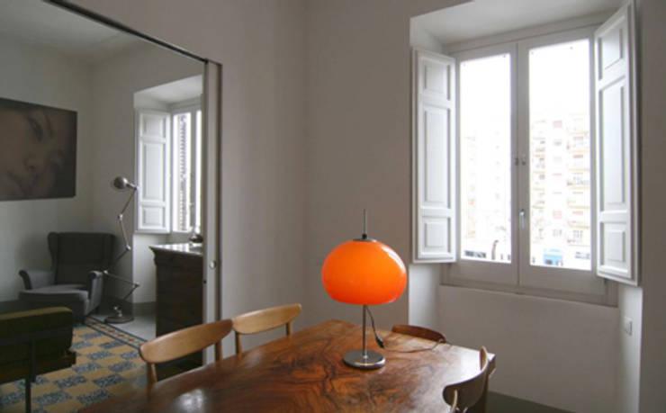 Salle à manger de style  par Laura Pistoia architetto,