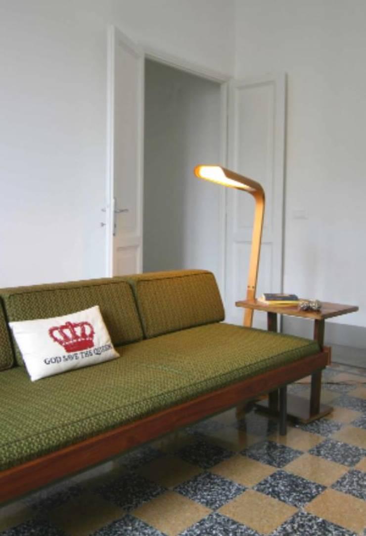 Salon de style  par Laura Pistoia architetto,