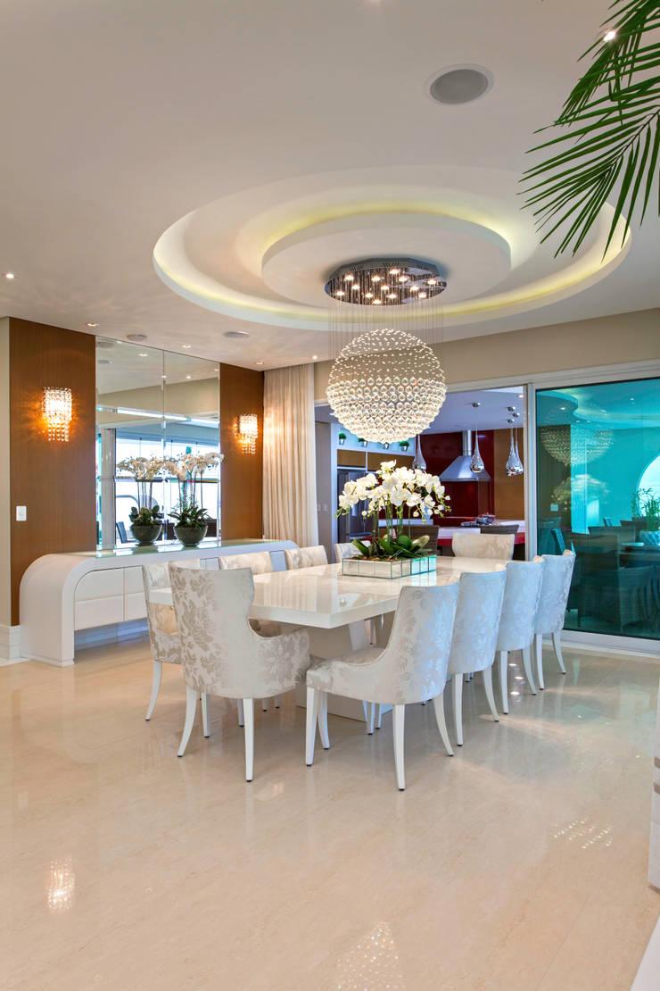 Dining room by Designer de Interiores e Paisagista Iara Kílaris,