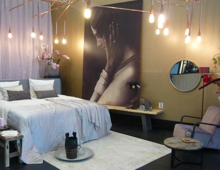 Stijlkamer De Woonindustrie: eclectische Slaapkamer door JO&CO interieur
