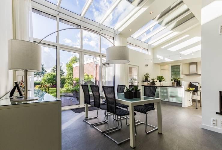 Verbouwing Zevenhuizen: modern  door MW architectuur, Modern