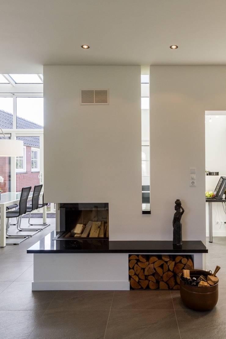 Verbouwing Zevenhuizen:  Woonkamer door MW architectuur, Modern