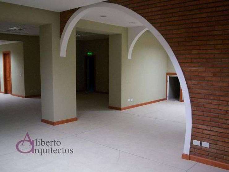Espacio Cultural Salamanca: Estudios y oficinas de estilo  por AlibertoArquitectos,Moderno