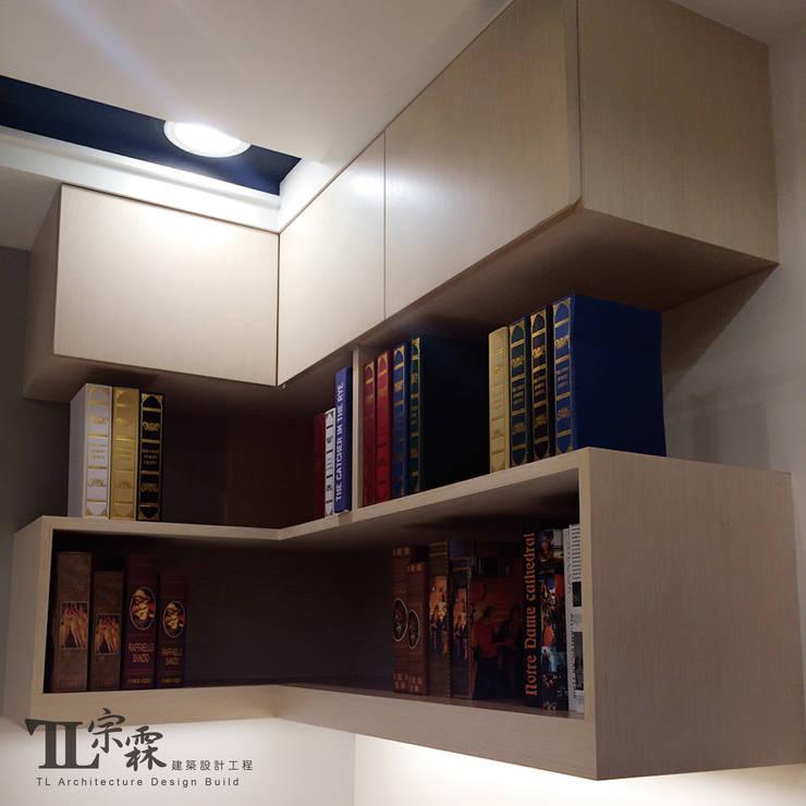 女兒房書桌吊櫃:  臥室 by 宗霖建築設計工程
