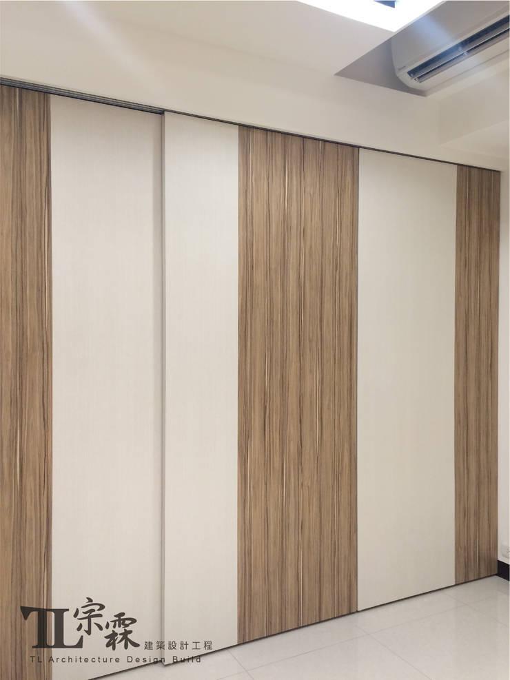 兒子房衣櫃:  嬰兒房/兒童房 by 宗霖建築設計工程