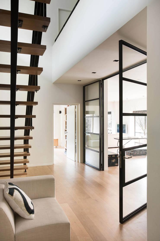 Villa, Amstelveen:  Gang en hal door VASD interieur & architectuur