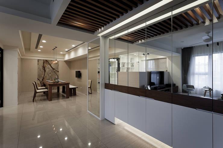 風雅:  玄關、走廊與階梯 by Heng Yueh 恆岳設計