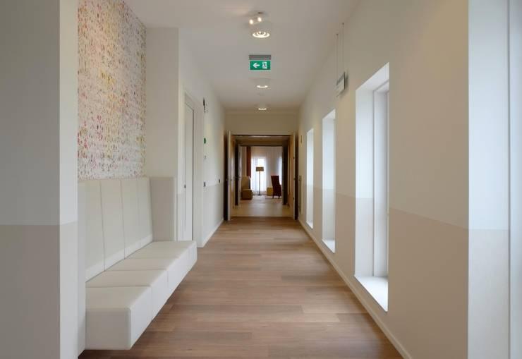 Woonzorgcentrum Voorveldse Hof,  Utrecht:  Gezondheidscentra door VASD interieur & architectuur