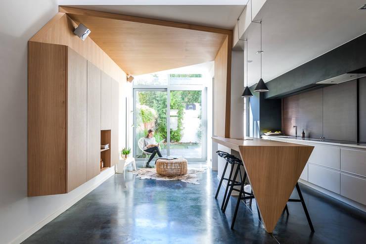 STEP: modern  door van staeyen interieur architecten, Modern