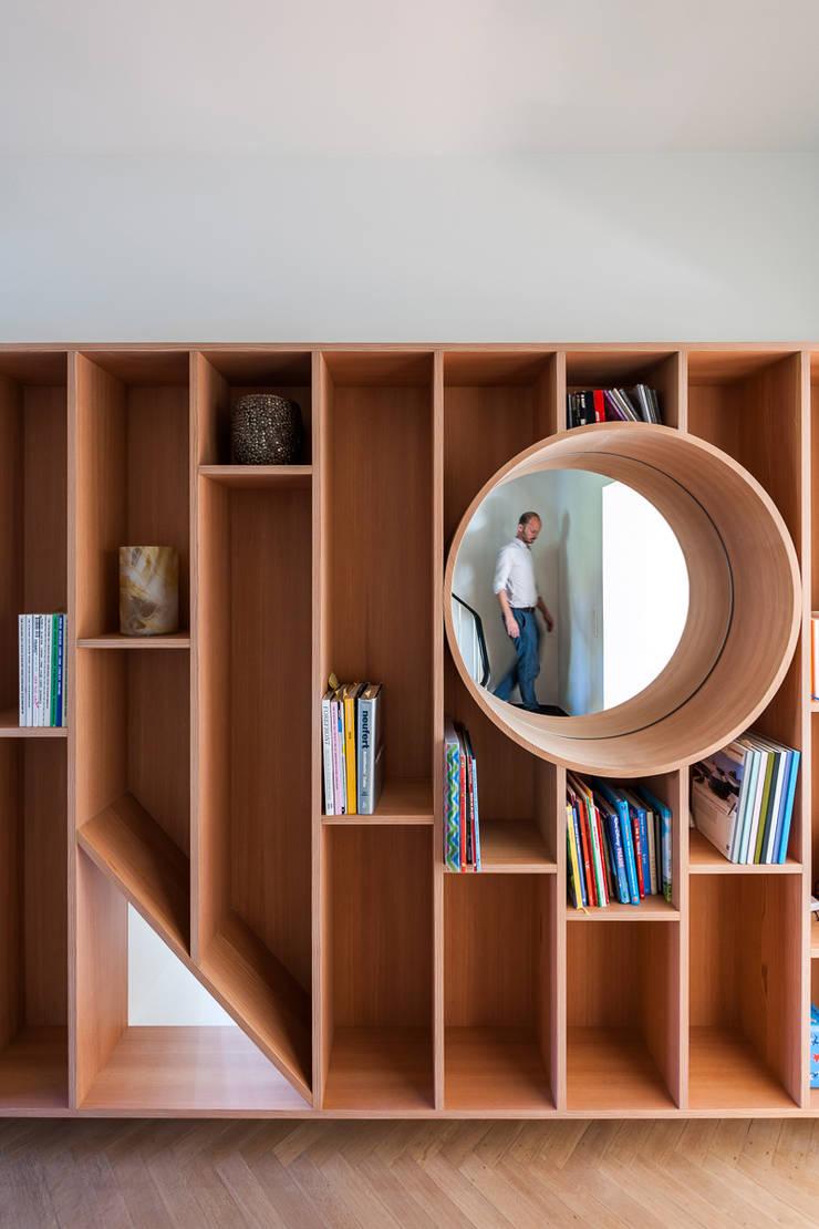 SV:  Multimedia ruimte door van staeyen interieur architecten