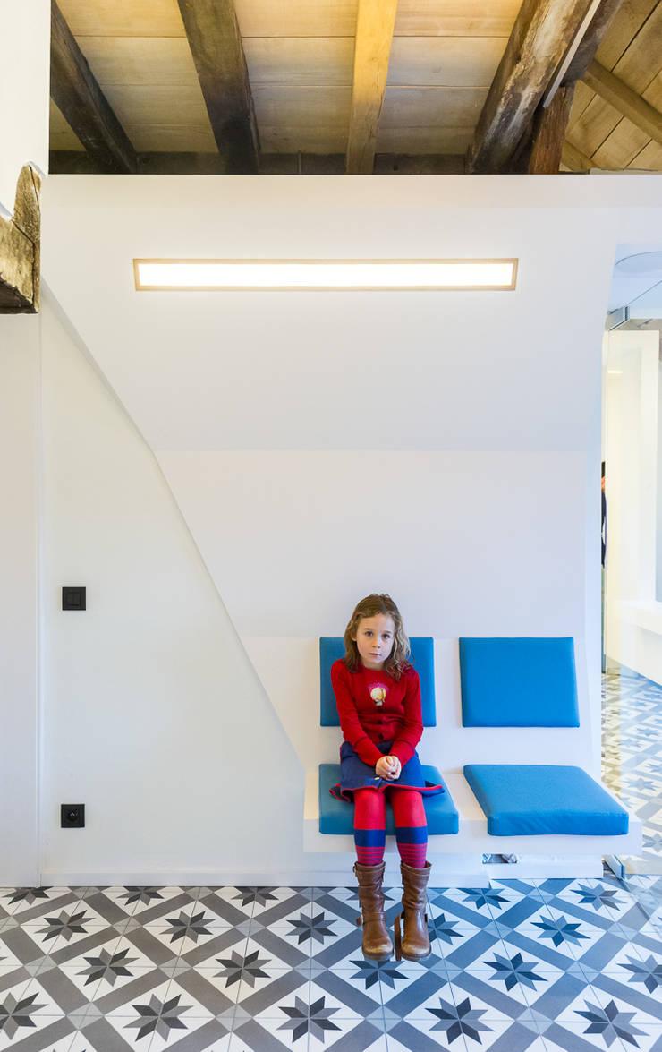TT:  Gezondheidscentra door van staeyen interieur architecten, Modern