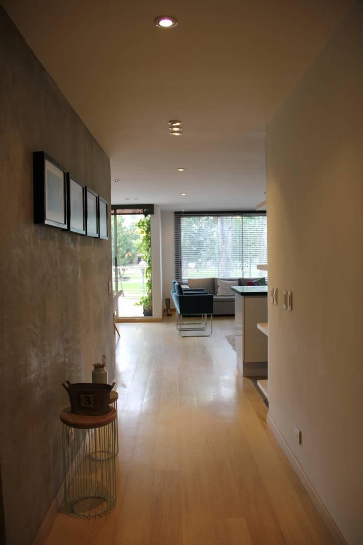 Corridor & hallway by KDF Arquitectura, Modern Concrete