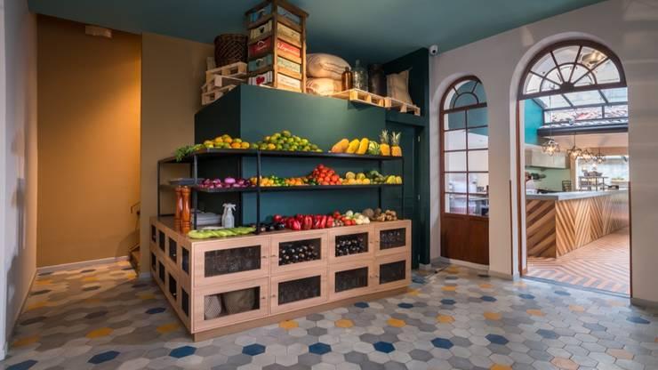 Zona de frutas: Locales gastronómicos de estilo  por KDF Arquitectura